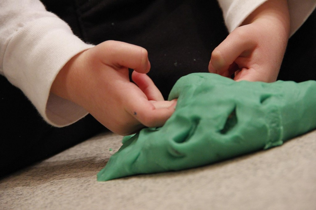 DIY-play-dough-01